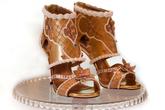 Đôi giày hơn 342 tỷ đồng có gì đặc biệt?