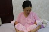 Vợ chồng đón song sinh sau 5 năm hiếm muộn