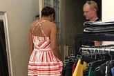 Chiếc váy và cách cư xử khác biệt của hai ông chồng Tây - Việt