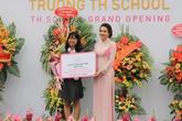 """Quỹ """"Vì Tầm Vóc Việt"""" trao tặng bổng trị giá hàng tỷ đồng tại TH School"""