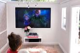 'Lâu đài' 4.000 USD lắp tivi, đèn chùm của ngôi sao Instagram 3 tuổi