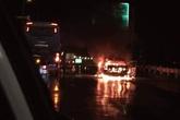 Hà Nội: Xe con 4 chỗ bốc cháy dữ dội trên cao tốc Pháp Vân – Cầu Giẽ