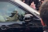 Kate tự lái xe đến gặp Nữ hoàng giữa tin đồn bất hòa với Meghan