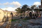 Hải Phòng: Phụ huynh phản đối việc bị thu tiền di dời 3 ngôi mộ trong trường học