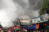 Cháy rất lớn khu kho hàng gần chợ Vinh