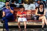 Hội chứng cô đơn giữa gia đình (7): Những đứa trẻ thành phố đáng thương