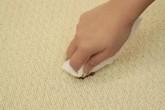 Thảm trải sàn dính bẩn đến đâu cũng sạch như mới mà không cần giặt nhờ cách này