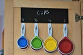 Học bà mẹ trẻ chỉ dùng vài móc dính tường giải quyết được mọi vấn đề trong gian bếp