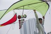 Người dân Thủ đô thảnh thơi vui chơi trong lễ hội thả diều ngay tại Hà Nội