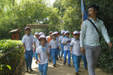 Hàng ngàn du khách về thăm quê Bác