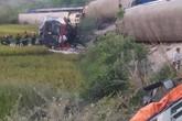 Tàu chở 400 khách đâm xe tải chở đá khiến 10 người thương vong