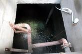 Vỡ bể chứa nước, 2 công nhân tử vong
