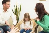 Khi bố mẹ không còn một nhà (1): Điều cực nguy hại nếu bố mẹ nói xấu nhau trước mặt con