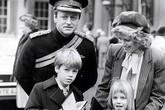 Cuộc hôn nhân đầu 21 năm của bà Camilla, mẹ kế Hoàng tử William - Harry