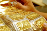 Giá vàng hôm nay 15/11: Vàng trong nước vẫn giảm trong khi vàng thế giới đã tăng cao trở lại