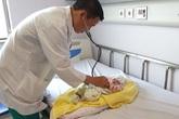 Em bé 8 ngày tuổi ở Lào phải gửi sang Việt Nam phẫu thuật tim phức tạp