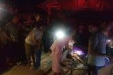 Tai nạn thương tâm: Xe tải lật đổ vào nhà dân, mẹ và con trai chết thảm