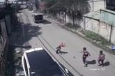 Xác minh danh tính chủ xe ô tô cua gấp làm 3 học sinh rơi xuống đường
