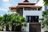 Ngôi nhà mang âm hưởng Huế giữa lòng Sài Gòn