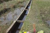 Danh tính thi thể kẹt trong cống nước, chỉ lộ phần chân ra ngoài