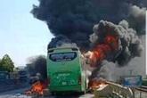 Kinh hoàng xe khách bốc cháy dữ dội, hành khách may mắn thoát nạn
