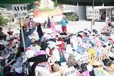 Gian quần áo ai muốn lấy gì cũng được ở Sài Gòn