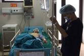 """Ma men đưa lối bệnh nhân """"xông giường"""" cấp cứu, nơi """"hot"""" nhất bệnh viện sáng đèn 24/24h ngày Tết"""
