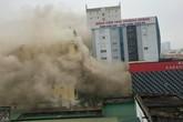 Nghệ An: Một người chết trong vụ cháy lớn tại tổ hợp khách sạn, bar, karaoke Avatar