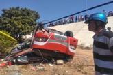 Ôtô chở du khách Hàn Quốc lật ngửa, nhiều người bị thương