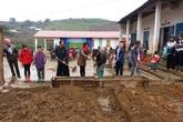 Tập thể CBNV, sinh viên và cựu sinh viên trường đại học Đông Đô tài trợ xây dựng nhiều công trình cho ngành giáo dục