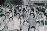 Phút giây cả nước mừng chiến thắng lịch sử trưa ngày 30/4 qua những bức ảnh tư liệu cực quý hiếm