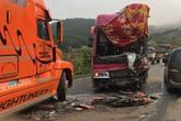 Sơn La: Xe container và xe khách biển Lào tông nhau trên quốc lộ 6