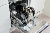 Lý do nên đặt bát đũa bẩn nhất vào giữa máy rửa bát