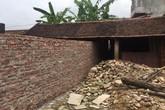 Một gia đình kêu cứu vì bị dòng họ phá tường, cướp đất