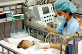 Ám ảnh bệnh tăng rất mạnh ở bé dưới 1 tuổi, sau cơn ho rũ rượi là tiếng thở rít, thậm chí ngừng thở