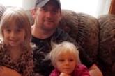 Ông bố Mỹ tử vong khi cứu con gái khỏi chó dữ