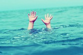 Hà Nội: Một cháu bé đuối nước tại bể bơi ở trường học