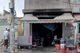 Cảnh sát đập tường cứu cụ ông khỏi căn nhà đang cháy ở Sài Gòn