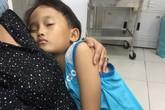 Con trai ngất xỉu sau khi vào thăm người mẹ trẻ bị chồng thiêu sống bằng xăng