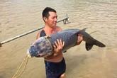 """Ngư dân hồ Thác Bà săn được cá trắm """"khủng"""" dài 1,2m"""