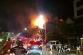 Nghệ An: Cháy lớn tòa nhà 4 tầng, nhiều người dân tá hỏa chạy thoát thân