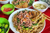 Ăn gì ở Hà Nội khi trời mưa bão?