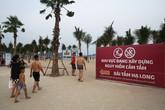 """Vì """"tiện"""", khách du lịch Hạ Long thản nhiên tắm ở vùng nguy hiểm"""