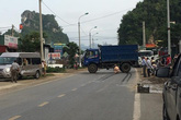 Tông vào xe tải dừng ven đường, 2 thanh niên đi xe máy thương vong