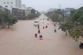 Cộng đồng mạng xót xa chia sẻ hình ảnh TP Thái Nguyên ngập nặng sau trận mưa lớn