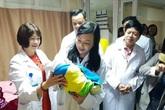 Bộ trưởng Bộ Y tế đi thăm bệnh nhân, động viên y bác sĩ đêm Giao thừa Tết Kỷ Hợi