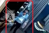 Nhét laptop vào quần, 'nữ quái' trộm cắp kiểu khó ngờ trong chớp mắt