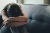 Địa ngục trần gian của người phụ nữ 10 năm trời làm nô lệ tình dục cho những gã đàn ông để chồng ngồi xem