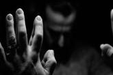 Làm vỡ iPhone, trai trẻ bị hai phụ nữ cưỡng hiếp