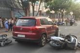 TP.HCM: Lái ô tô tông nhiều xe máy nằm la liệt, nữ tài xế còn xuống lớn tiếng với nhiều người